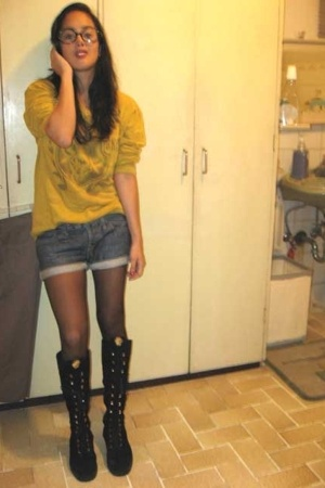 vintage sweater - Levis shorts - versace boots - not sure glasses