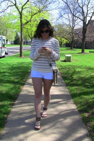 beige sweater H&M sweater - white shorts Forever 21 shorts