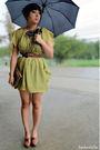 Green-modcloth-dress-black-umbrella-accessories