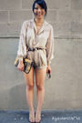 Beige-vintage-blouse-beige-lulus-shorts-gold-thrifted-shoes-gold-asos-purs
