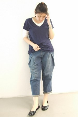 blue f21 jeans - navy f21 top - white f21 t-shirt