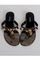 Black-vintage-sandals