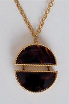 Gold-vintage-este-lauder-necklace