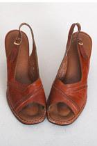 Brown-vintage-sandals