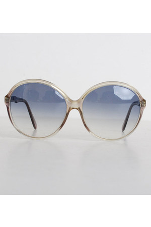 heather gray round plastic vintage sunglasses