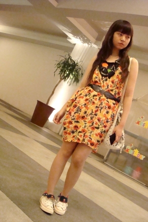 Zara dress - Zara necklace - Mango belt - Converse shoes