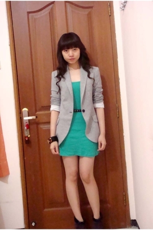 Zara blazer - Zara top - Nine West shoes - Mango bracelet