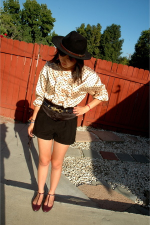 f21 blouse - UO shorts - UO shoes