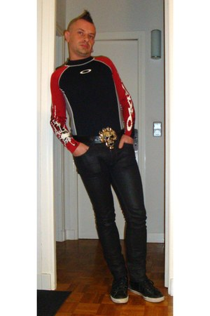 black Absolute Joy jeans - black Converse flats - ruby red Oneil t-shirt - white