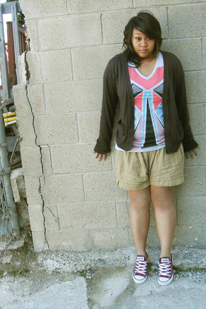 brown cardigan - cotton on shirt - beige mamas closet shorts - red Converse shoe