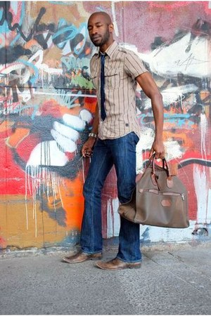 capital e jeans Levis jeans - button down Diesel shirt - ankle boots Aldo bag