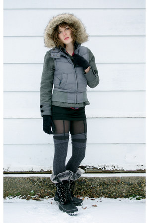 black HUE tights - black furry snow Khombu boots