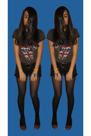 gray amplifield vintage t-shirt - black New Yorker shorts - black vintage belt -