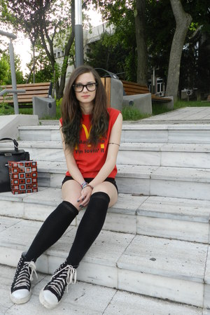 black shoes - black Bershka shorts - black socks - red t-shirt