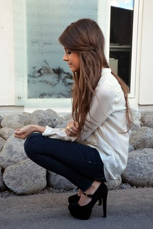 black skinny jeans jeans - off white blouse - black high heels pumps