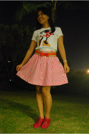brogues Chocolate Schu Bar shoes - Zara belt - Zara skirt - HK Disneyland t-shir