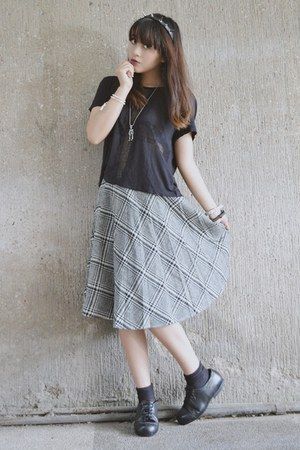 black oxfords vintage shoes - gray midlength plaid vintage skirt
