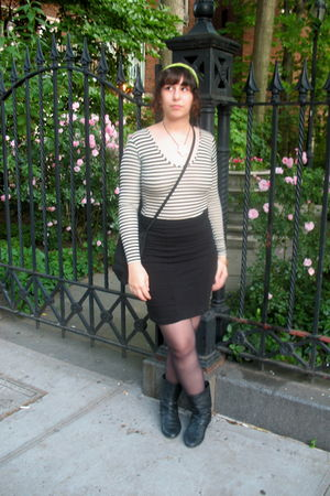 black H&M boots - black American Apparel top - black H&M skirt - white Forever 2