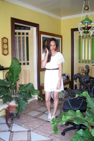 cream colored HK Brand dress - weave-y heels - brown NafNaf belt - charm bracele