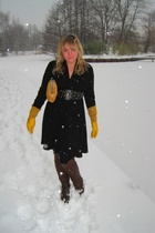 black Hugo Boss dress - yellow Strauss gloves - brown shoes - yellow