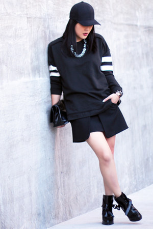 black buckle Zara boots - black Zara sweater - black Marie Turnor bag