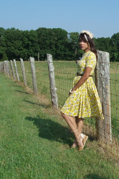 yellow handmade vintage dress - gold calvin klein shoes - brown vintage belt - b