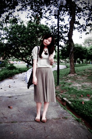 cream cotton on top - tan Zara skirt