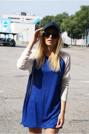 H&M hat - Queens Wardrobe blouse