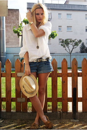 nude Topshop hat - navy Topshop shorts - white H&amp;M blouse - tawny Minnetonka fla