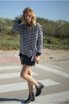 Choies boots - romwe shorts - nowIStyle jumper