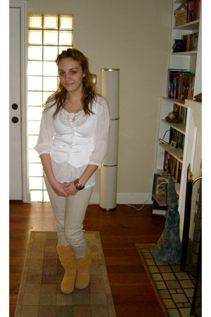 yellow Timberland boots - beige vintage pants - beige blouse - white united colo