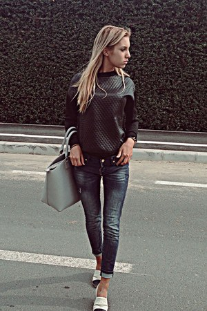 beige Chanel shoes - blue Dsquared2 jeans - black pull&bear sweater