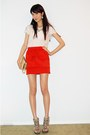 Red-tiered-skirt-ivory-lace-top-gold-clutch-bag-heather-gray-sandals-shoes