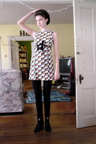 H&M dress - TJ Maxx The brand eludes me leggings - thrifted shoes - thrifted sho