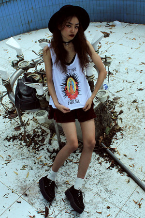 white High Heels Suicide top - crimson BangGood skirt