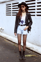 black THE DEAD BIRD necklace - black Dr Martens boots - sky blue Levis shorts
