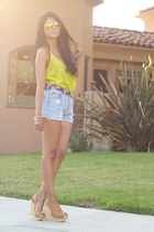 tan wedges Steve Madden wedges - vintage Levis shorts