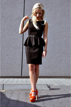 black dress - carrot orange sandals