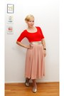 Red-shirt-silver-flats-light-pink-skirt-gold-belt