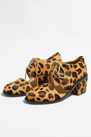 Shakuhachi shoes