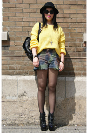 Olivia sweater - Urban Outfitters shorts