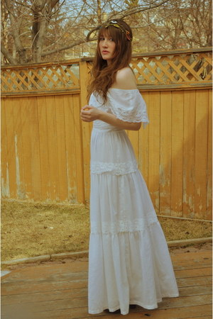 ivory 1970s moms gown dress - magenta Flower headband accessories