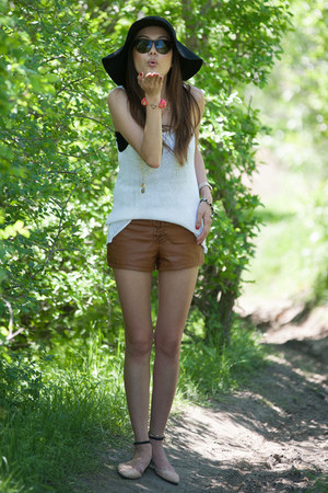 tawny leather f21 shorts - white knit H&M top - peach Zara flats