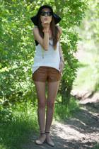 tawny leather f21 shorts - white knit H&M top - peach Zara flats