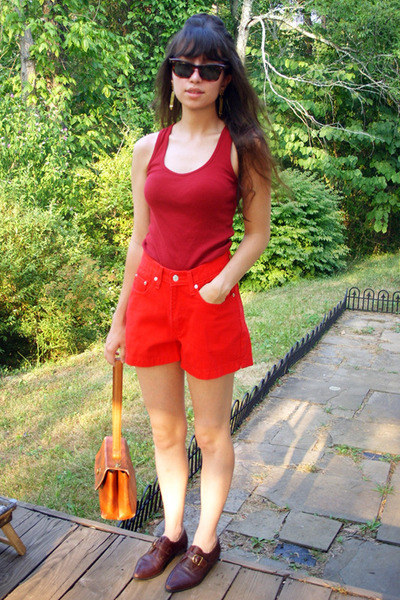 red American Apparel top - red vintage levis shorts - brown vintage purse - brow