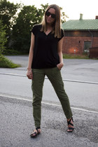 black H&M top - green Aeropostale pants