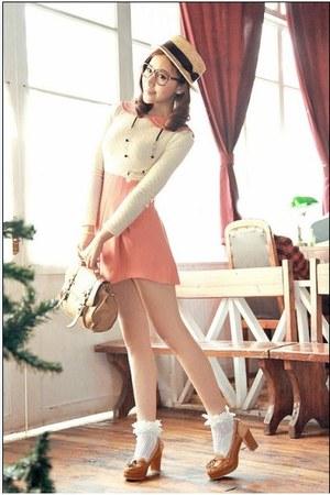 tawny retro vintage fashion chic stylish heels