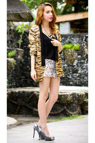 black tiger print blazer