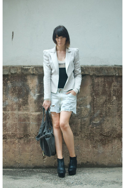 http://images3.chictopia.com/photos/wideawakethoughts/2656900326/bianca-spender-blazer-vintage-denim-shorts_400.jpg