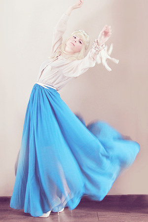 blue chiffon maxi skirt - beige H&amp;M blouse - off white heels
